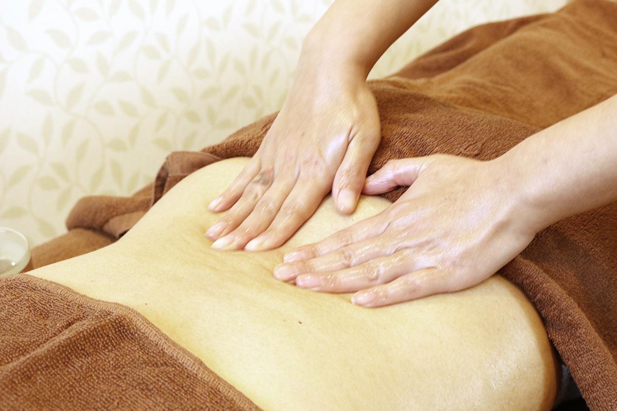 女性の「冷え」の改善を目指す、身体の中から温まる施術